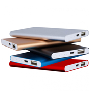 Powerbank plano de metal color plata y oro - 4000 mAh